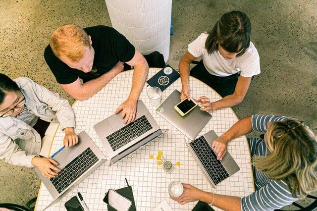 implementasi kolaborasi bisnis online