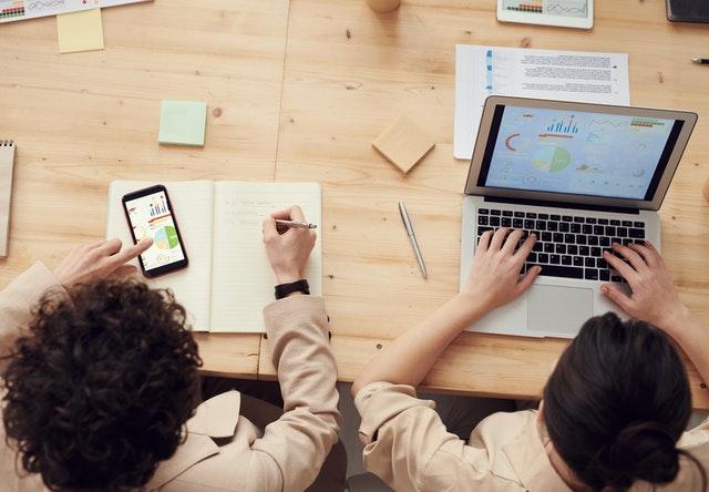 Pentingnya absen online pada era industri 4.0 di Indonesia