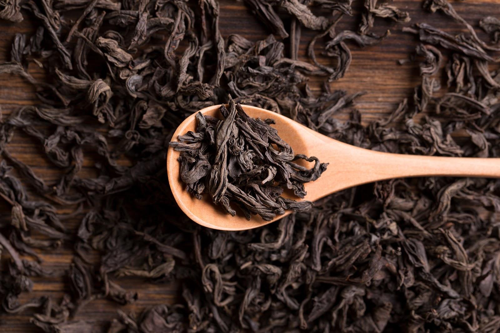 keemun black tea on spoon