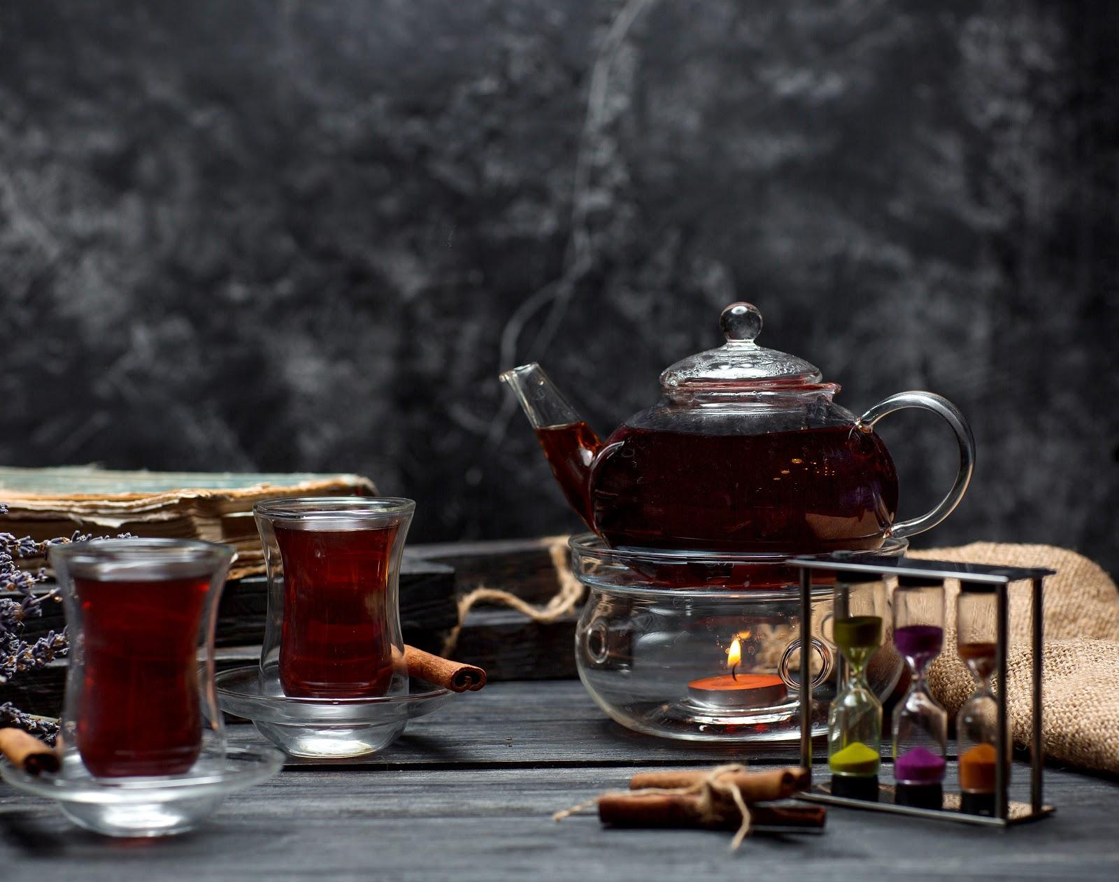 keemun black tea in kettle