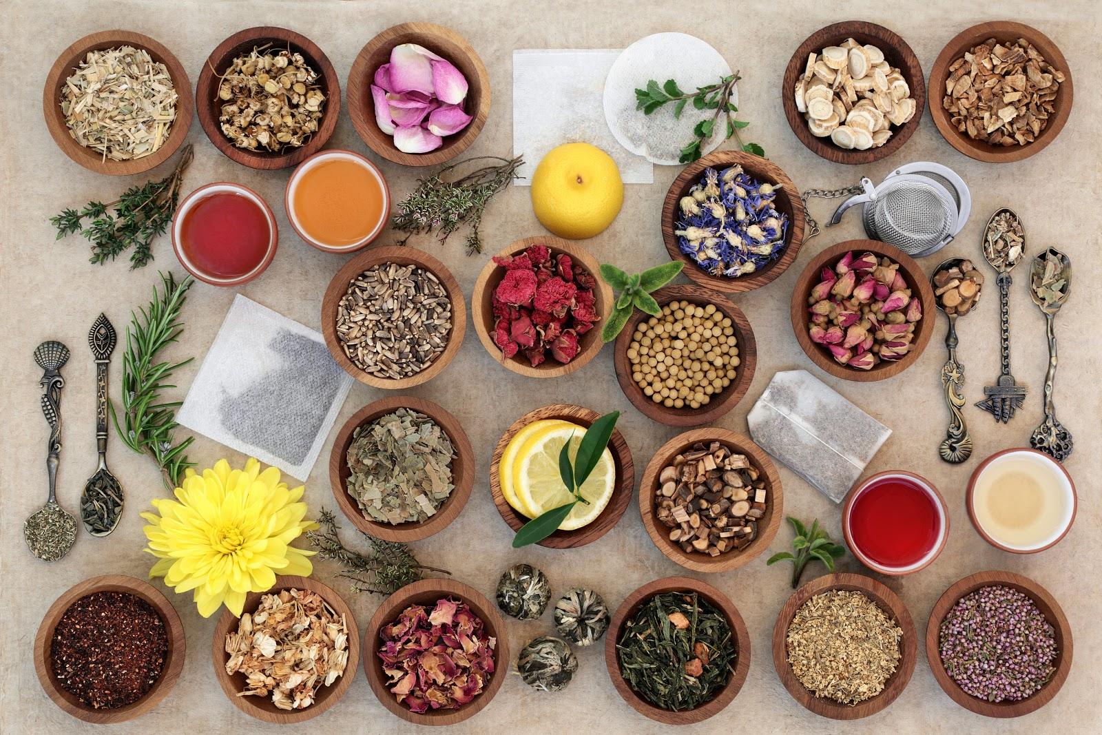 tea sampler in wooden bowls
