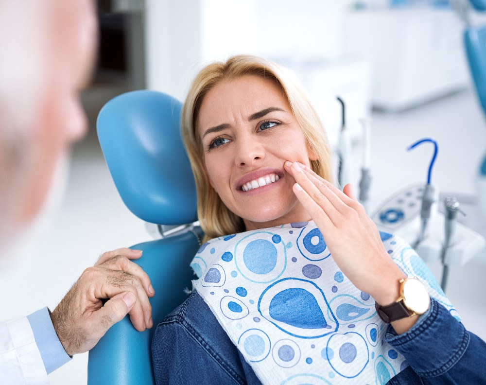 woman in tooth pain visiting the dentist