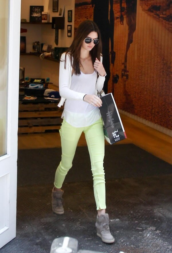 Kendall Jenner wearning skinny jeans in neon yellow