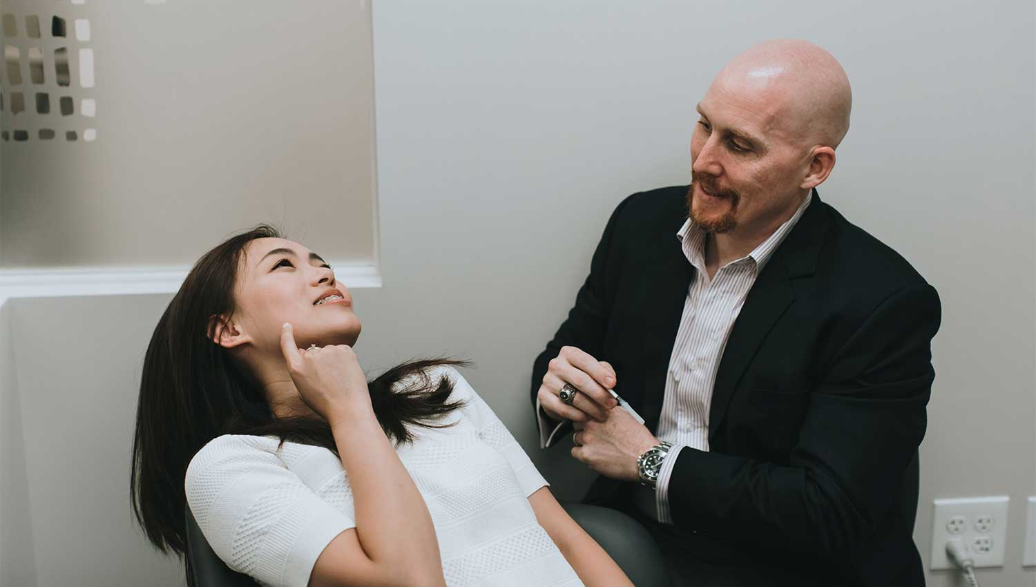Photo of Dr. Timothy Osborn talking with a patient