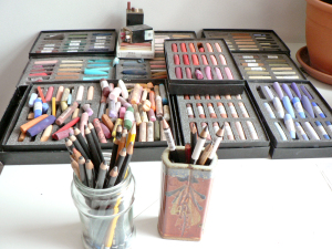 I love drawing in graphite, carbon and painting portraits in soft pastels. This is my drawing gear.