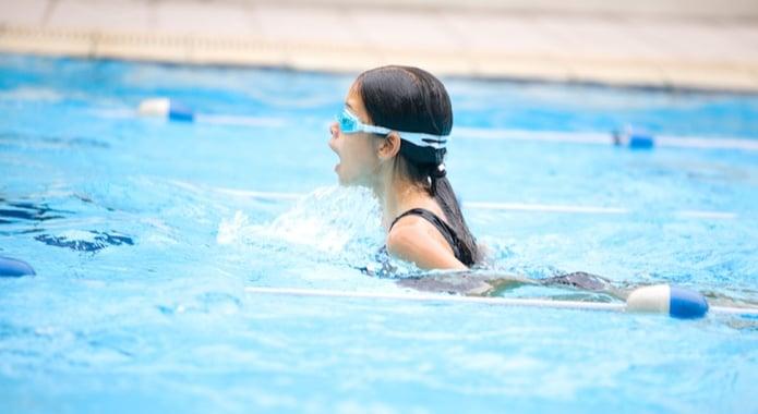 En til en opplæring i basseng (PT)