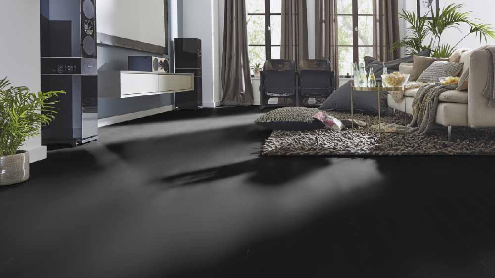 Laminatboden – Jane – Endlos schwarzer, mattierter Boden – Muster bestellen!