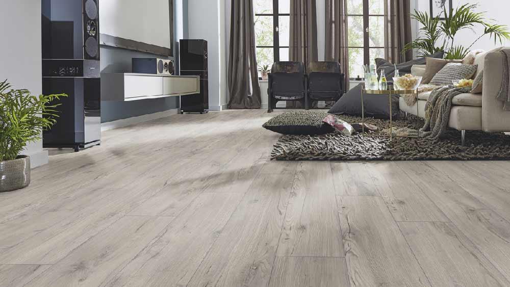 Laminatboden Sonja – Natürliches Nussbaumholz – Muster bestellen!