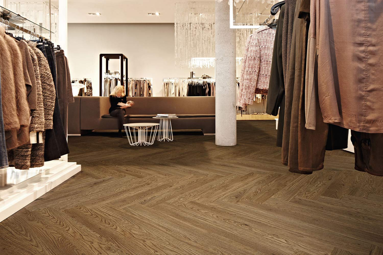 Vinylboden Waxed Oak – Strapazierfähig und selbst fürs Gewerbe geeignet – Kostenloses Muster bestellen!