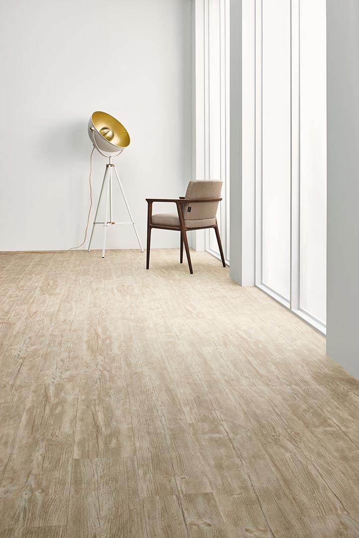 Vinylboden Bleached Rustic Pine – Hellbraunes Eichenholz – Jetzt kostenloses Muster bestellen!