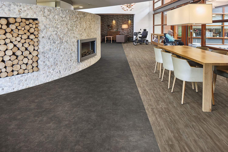 Vinylboden Weathered Rustic Pine – Wettergegerbtes, dunkles Pinienholz – Kostenloses Muster bestellen!