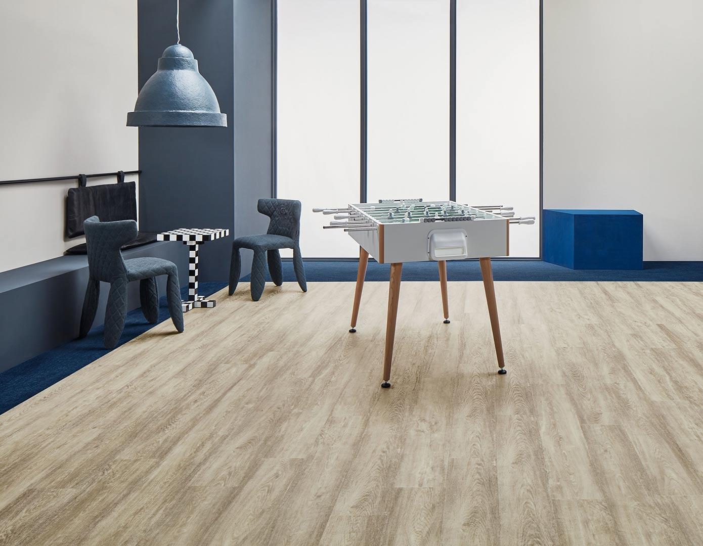 Vinylboden White Raw Timber – Helles Holz mit kontrastreicher Maserung – Jetzt kostenloses Muster bestellen!