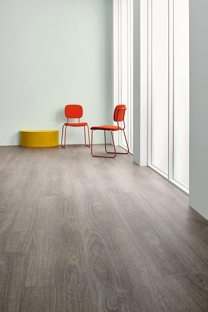 Vinylboden Grey Giant Oak – Dunkelbraunes Vinyl im Echtholz Look – Kostenloses Muster bestellen!