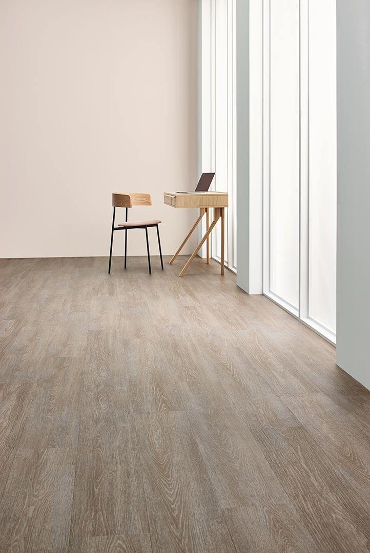 Vinylboden Steamed Oak – Schickes, hellbraunes Vinyl mit Holz Look – Jetzt kostenloses Muster bestellen!