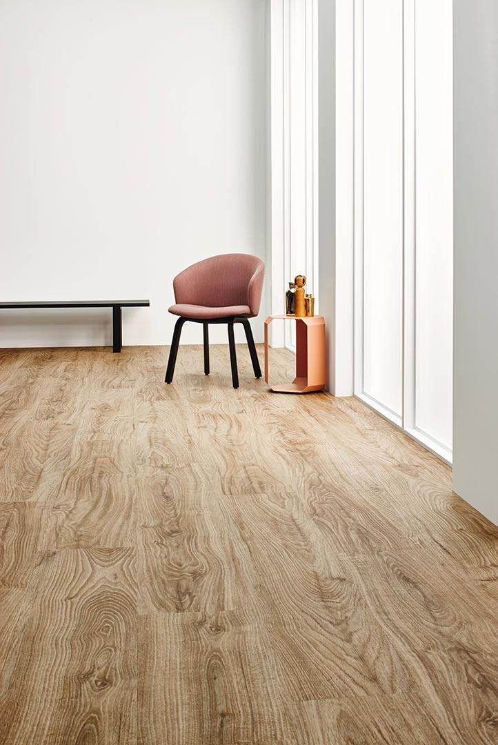 Vinylboden Central Oak – Dunkel gemasertes Eichenholz mit heller Holzoptik – Kostenloses Muster bestellen!