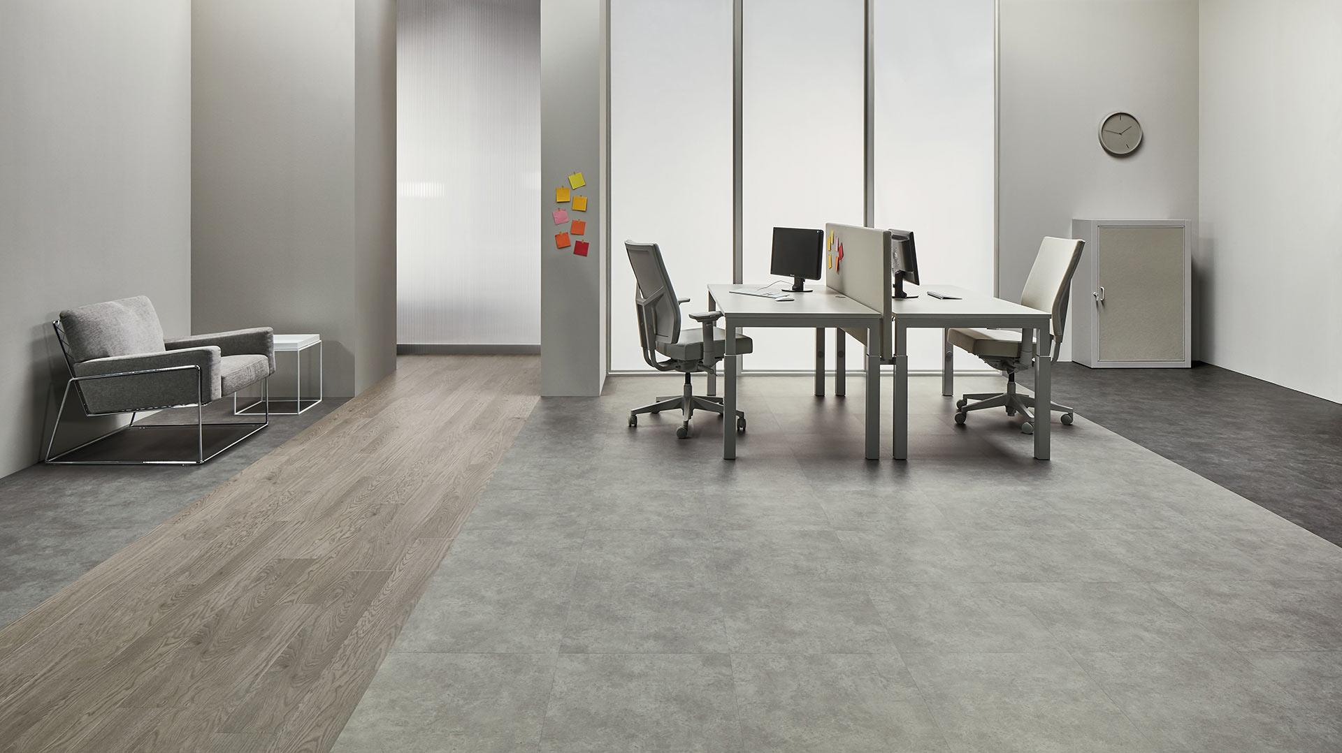 Vinylboden Charcoal Concrete – Zeitloses, formschönes Vinyl in Zement Fliesenoptik – Jetzt kostenloses Muster bestellen!