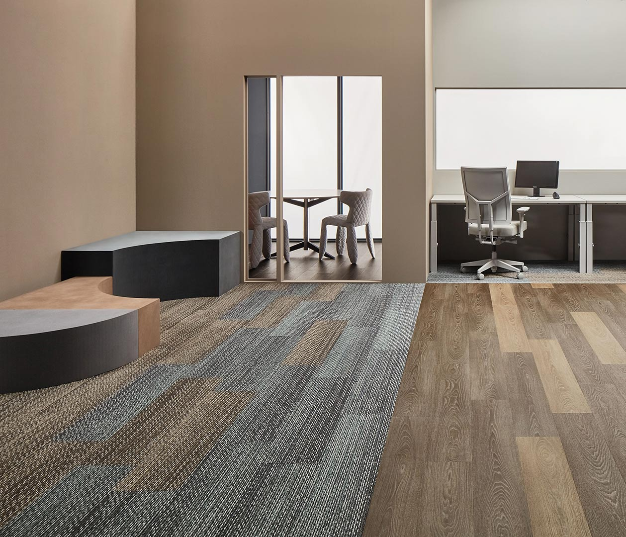 Vinylboden Hazelnut Timber – Echtholz Optik mit dunkelbrauner, haselnussfarbener Maserung – Kostenloses Muster bestellen!