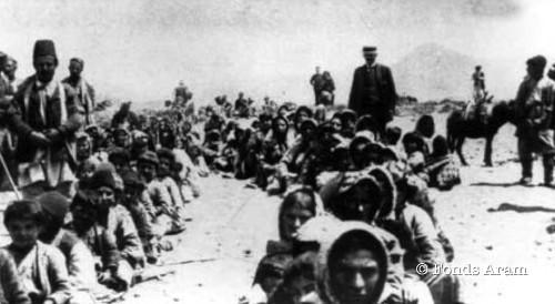 En 1915, les Arméniens de l'Empire ottoman sont victimes du premier génocide du XXe siècle. Cent ans plus tard, cet épisode tragique de l'histoire cristallise toujours des tensions entre le gouvernement turc, qui refuse de le reconnaître en tant que tel, et les Arméniens, qui poursuivent le travail de mémoire et d'histoire.