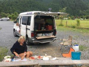 Mittagessen am Camper