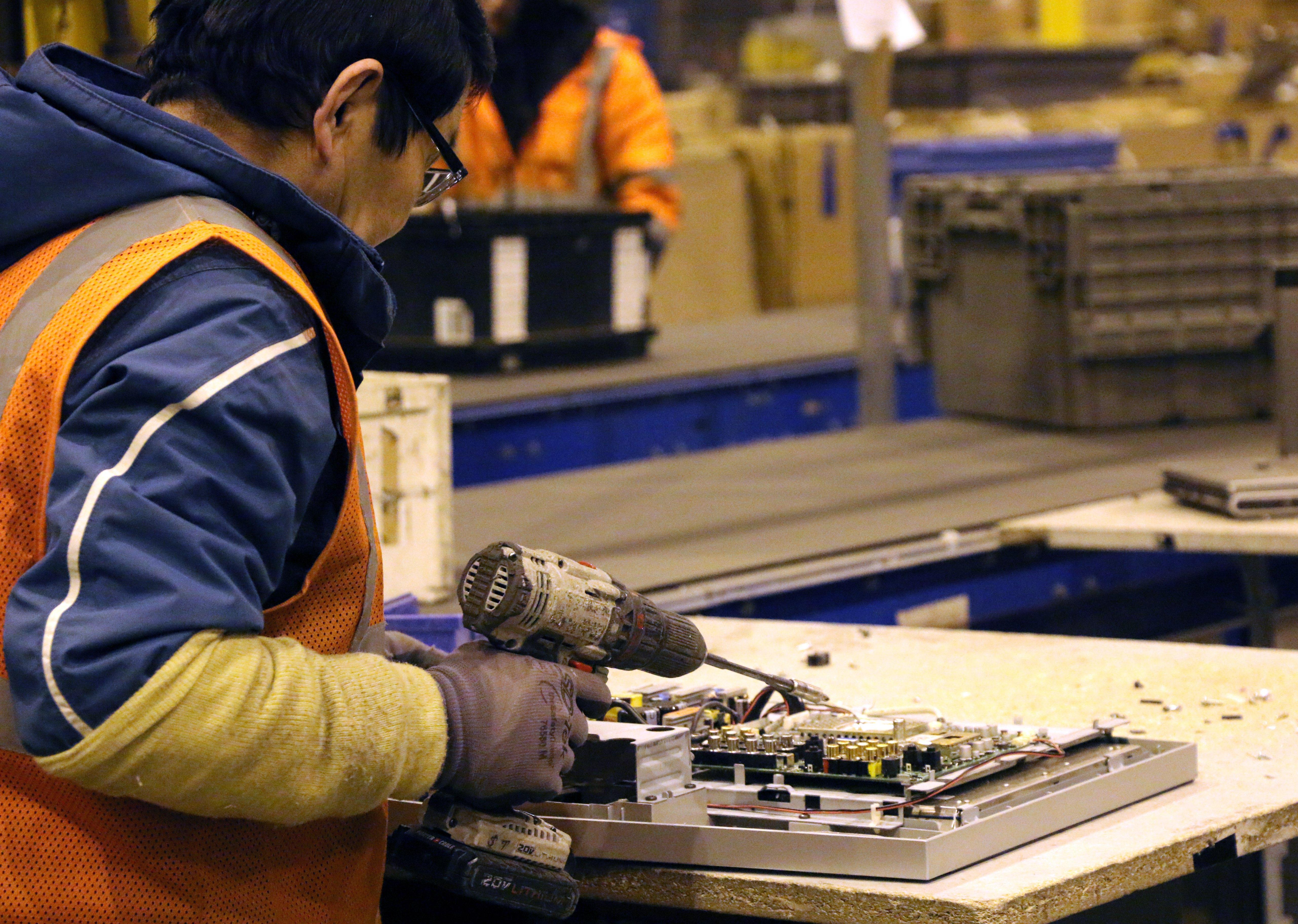 Sunnking Employee Dismantles Electronic Device