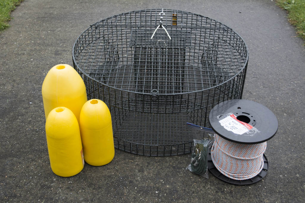 POT #19001 - Lots of room in this large round pot; bait cage down the center offers plenty of room for adding weight