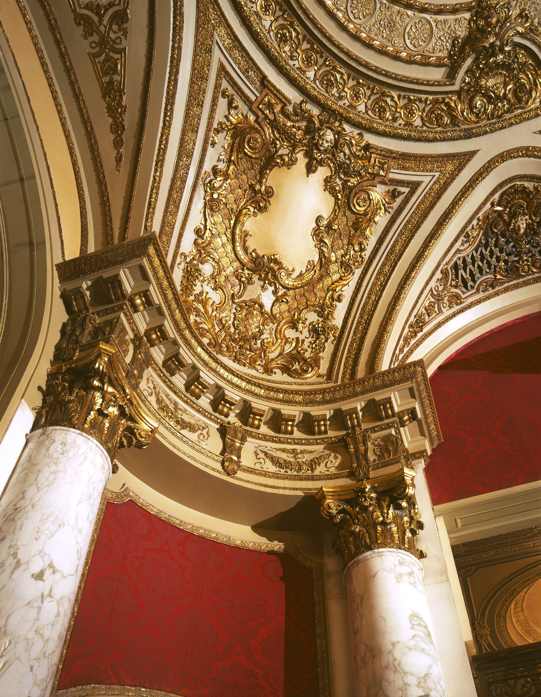Details of the marble columns and ceiling ornamentation.