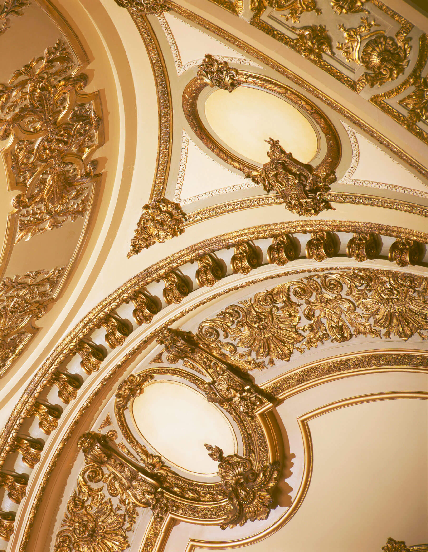 Plaster details of an arc, with gold paint.