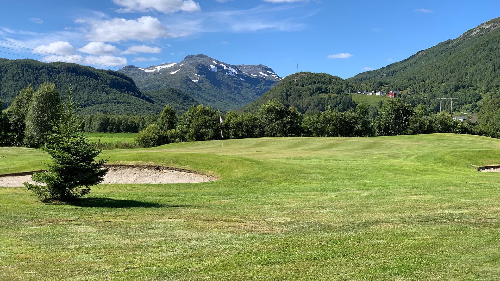 Golfbanen ligger rett utenfor Vaarstølen. Foto Solheinsen Skisenter, Kaj Zackrisson.