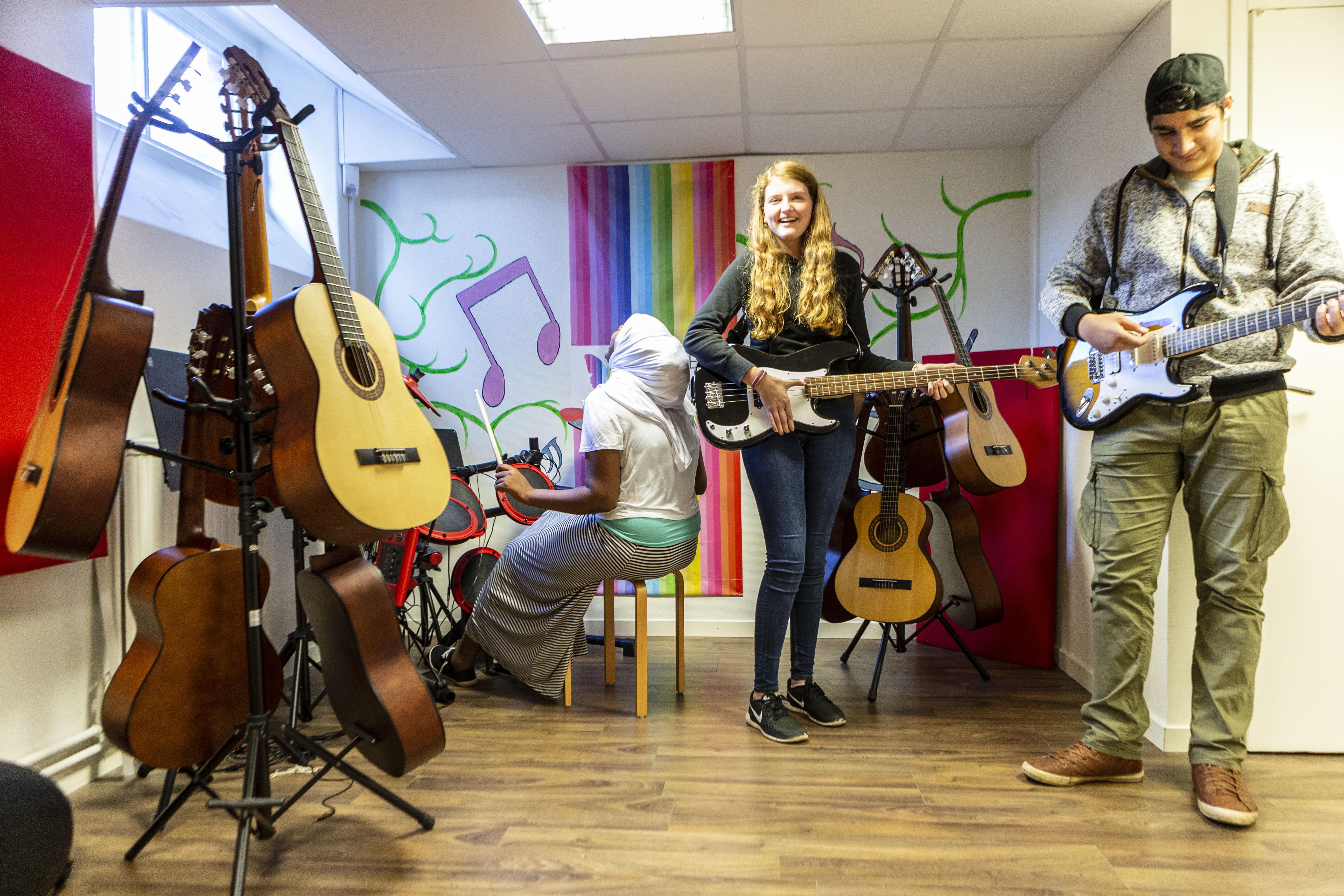 Skolan lanserar musikvideo till jul – ska lyfta medmänsklighet och mod