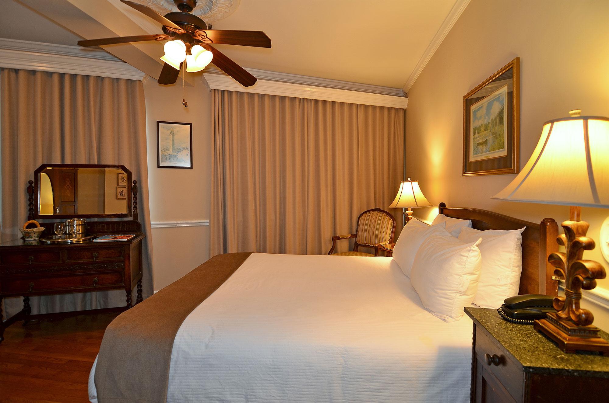 Hotel St. Michel Standard Queen rooms