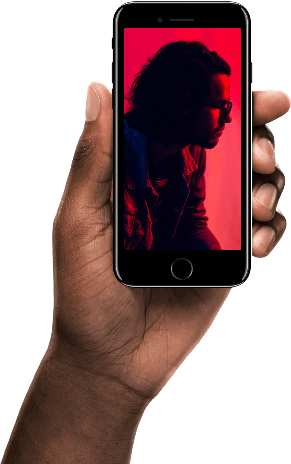 En hånd som holder en telefon med rødt design inni.