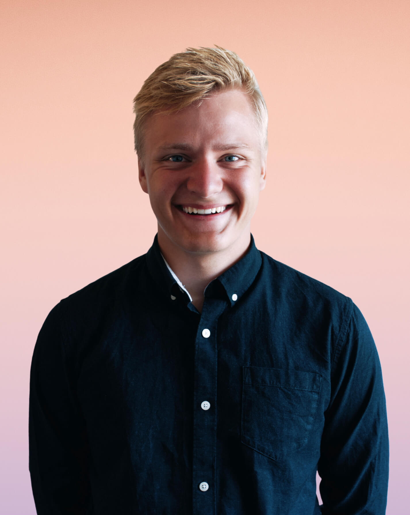 Bilde av Simon som er daglig leder i nettskaperne.