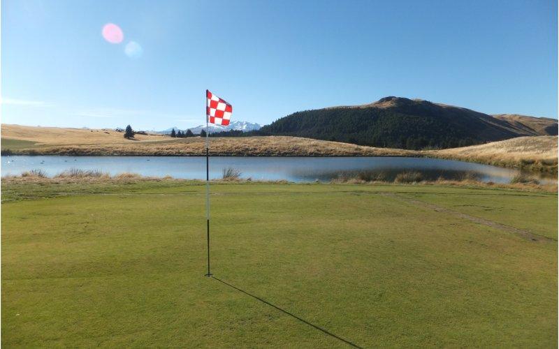 the cairns alpine resort golf course lake tekapo