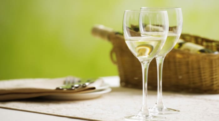 Nutritional content of red and white wines