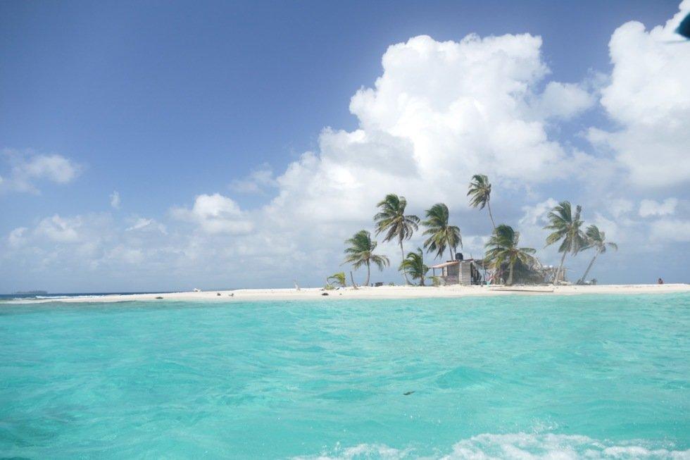 Flere av øyene er lite mer enn en hvit sandbanke med et par kokkosnøttpalmer.