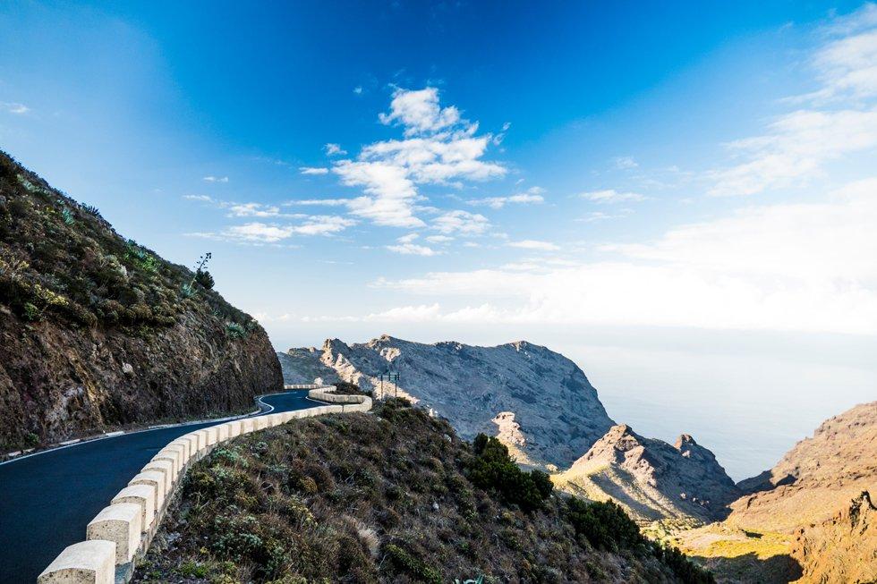 Veien fra Teresitas-stranden på sørkysten tar deg gjennom  Anaga-massivet til nordkysten og de beste surfestedene på Tenerife.