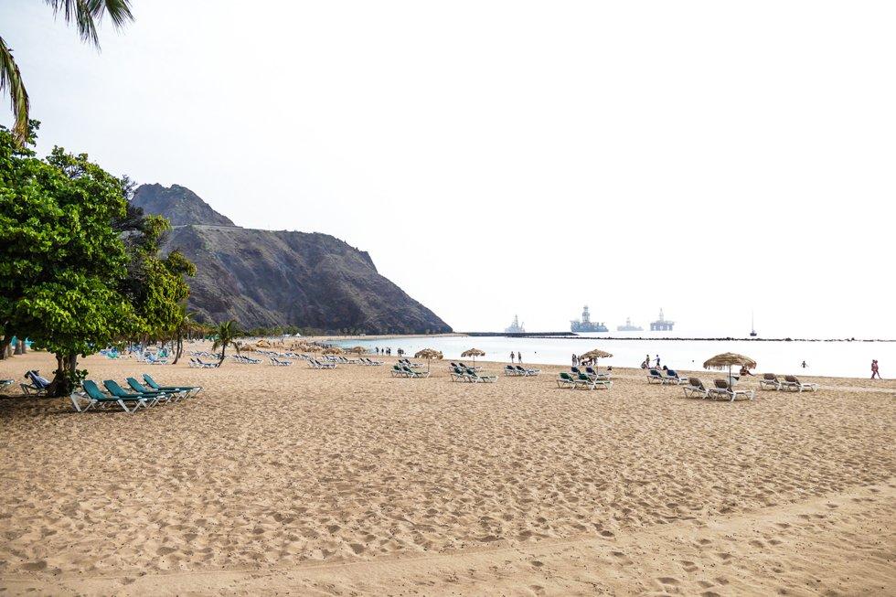 I sørenden av Teresitas stranden ligger Cofradia de Pescadores  som serverer enkle retter med utsikt over stranden og havet