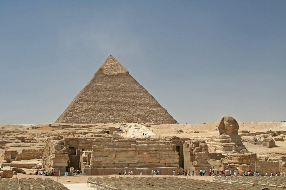 Sfinxen i Giza, med Khefrenspyramiden i bakgrunnen.