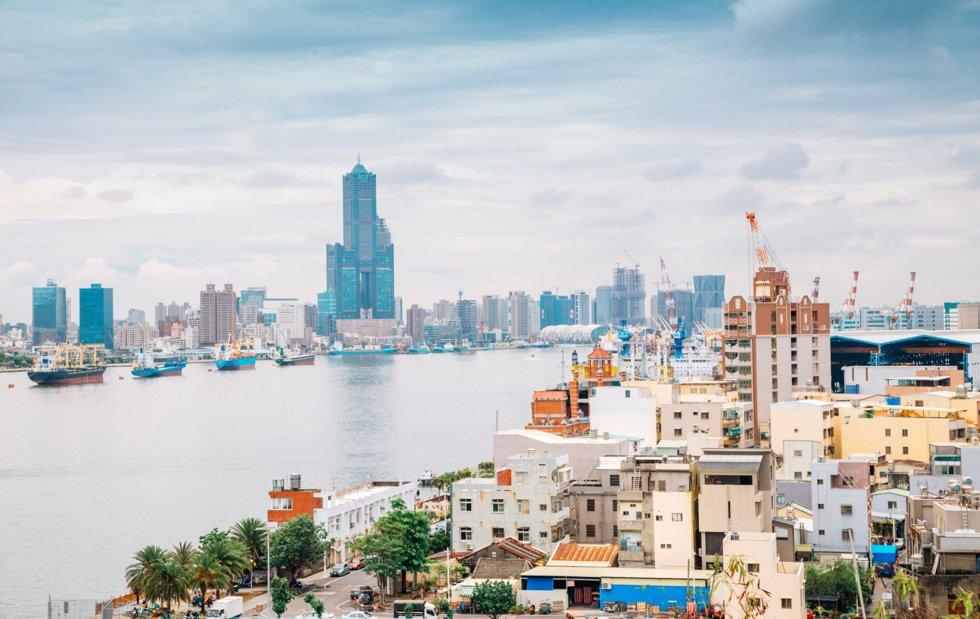 Utsikt til fascinerende Kaohsiung fra øya Cijin.