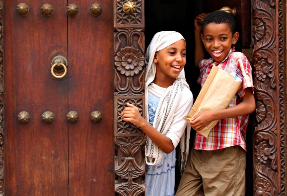 Children in a doorway of the old slave trading post.