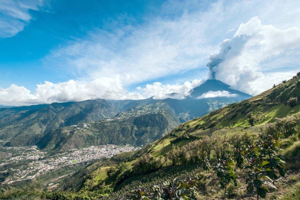 Baños ligger ved foten av Tungurahua-vulkanen.
