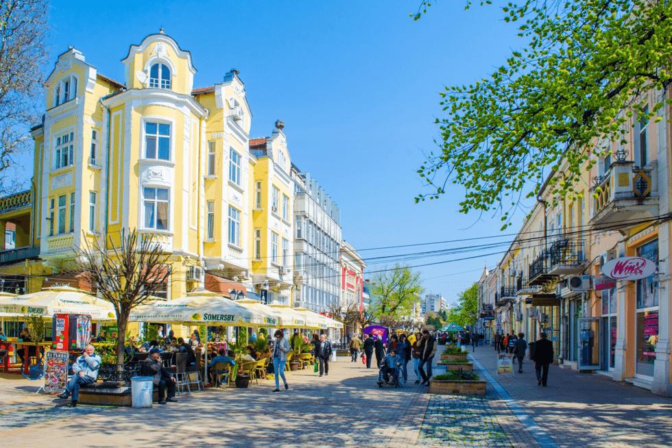 Der hvor den mektige Donau skiller Romania og Bulgaria ligger den rokokko-barokke byen Ruse.