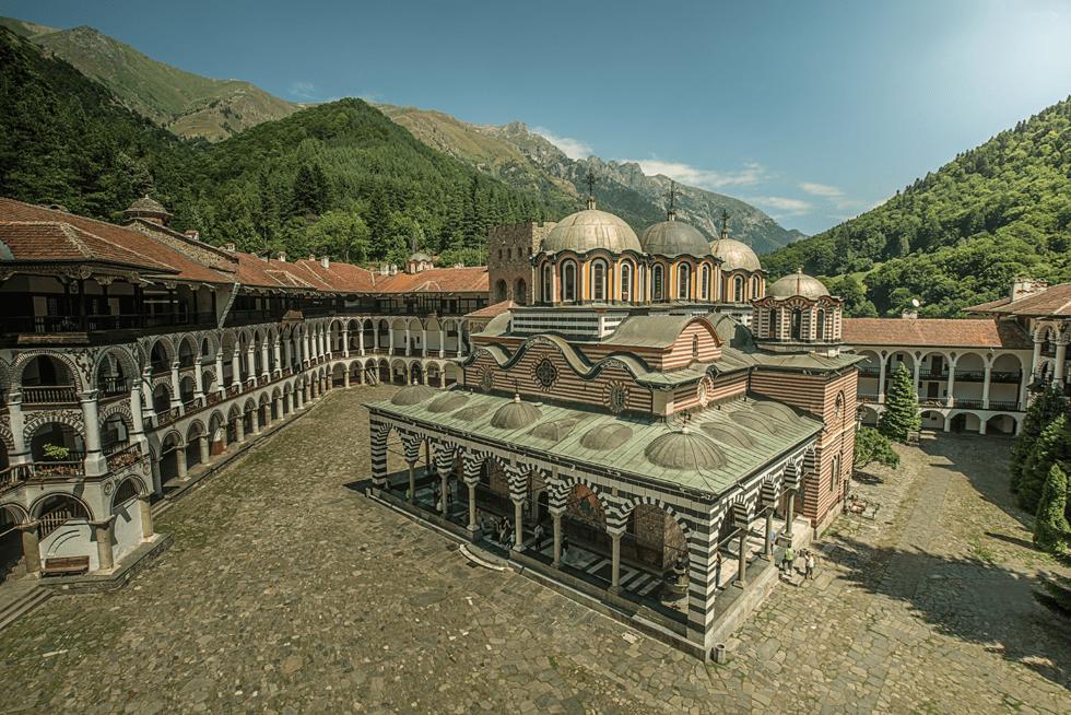 Det 1 000 år gamle klosteret ved Rila huser i dag 60 munker, og kan enkelt nås på dagstur fra Sofia.