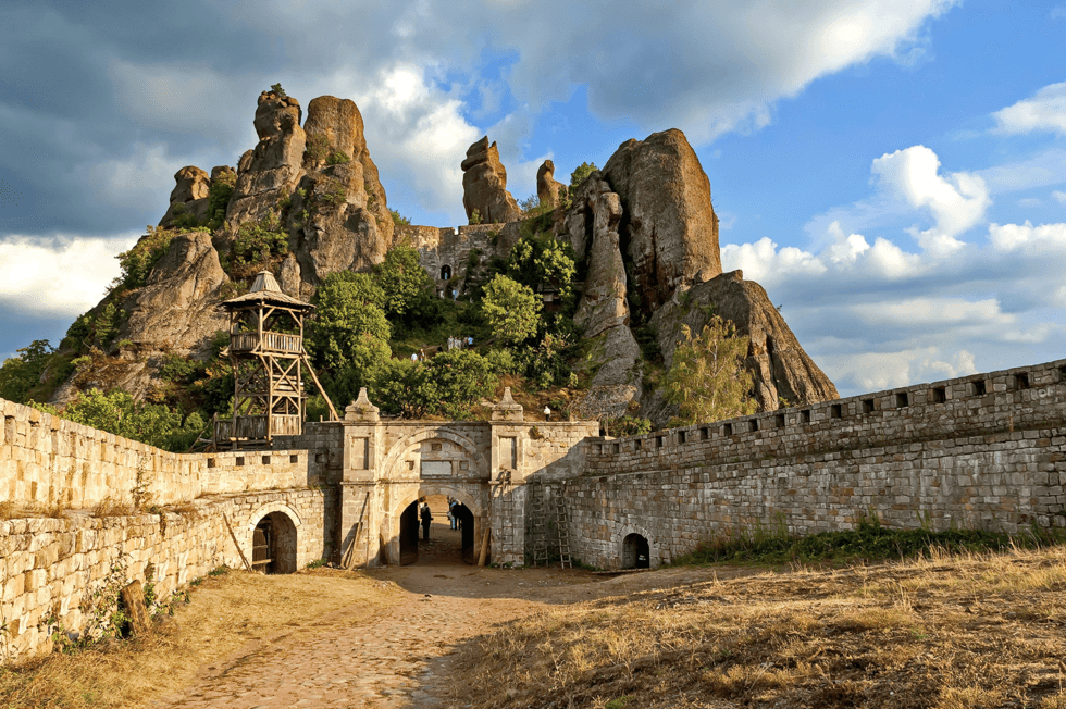 I den fjerntliggende Vidin provinsen ligger fjellene, festningen og byen Belogradchik.