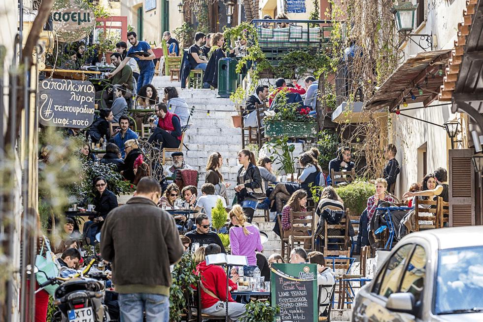 De fleste turister finner raskt veien til Plaka, byens mest turisttilpassede område.