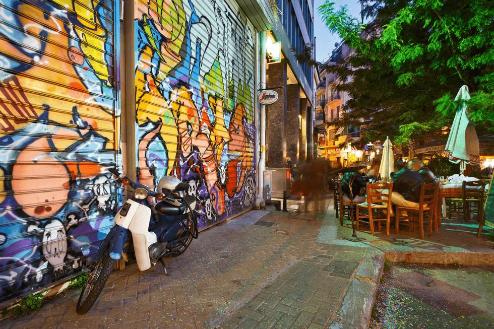 Bydelen Psiri kan være interessant å besøke på dagtid, men det er først utover kvelden den våkner til liv.