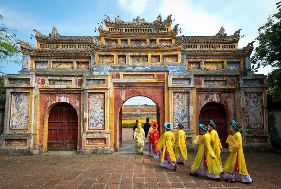 Hue. Takket være turisme har gjenværende bygninger etter krigen med amerikanerne blitt bevart, og står i dag oppført på Unescos liste over verneverdige byer.