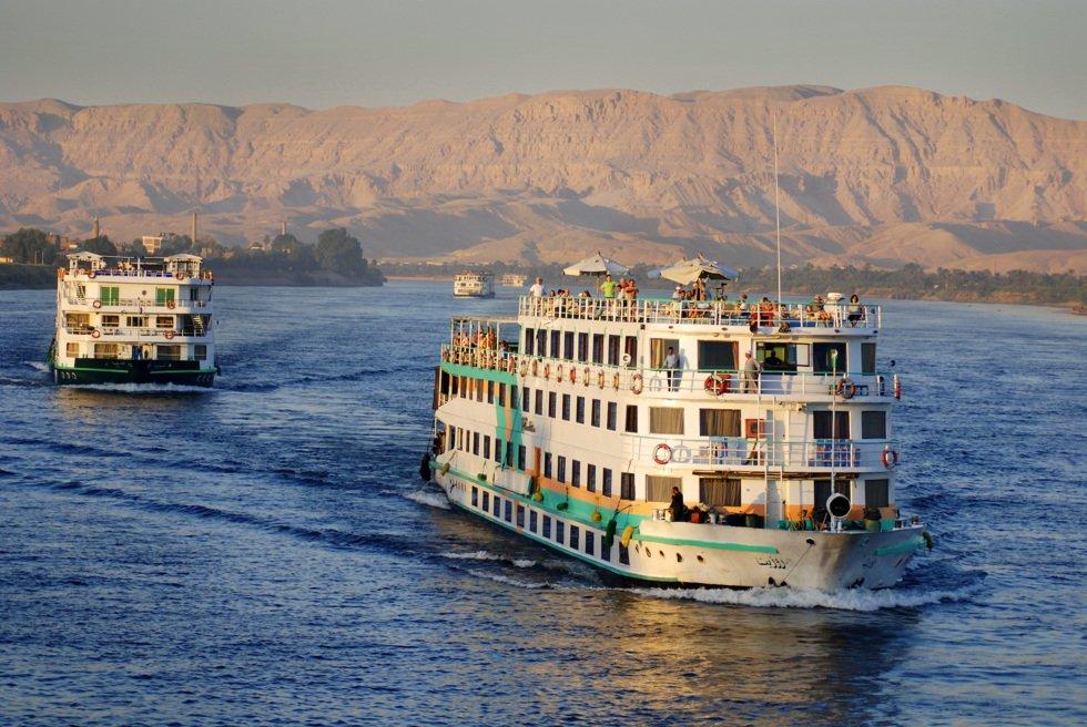 Cruisebåt på Nilen nær Aswan.