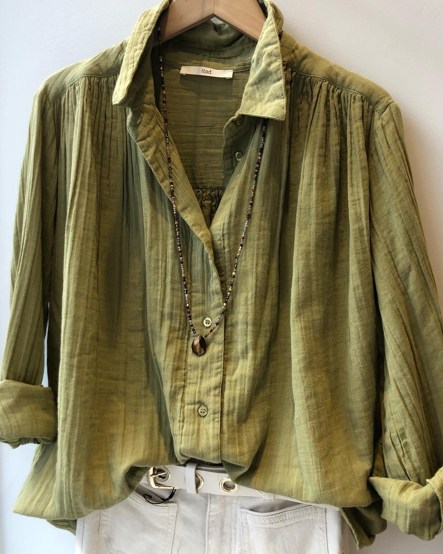 Les chemises en gaze de coton souple et douce se déclinent en kaki, safran et écru 🤍 @hod_parishttps://www.instagram.com/p/CLrKbR8lLaT/