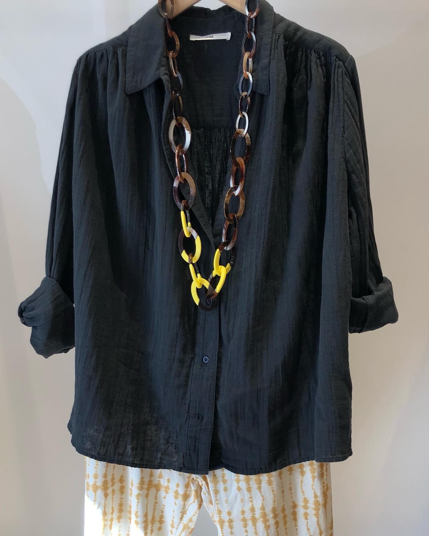 La chemise Madrid en noir fané @hod_parishttps://www.instagram.com/p/CLtlmA9lIYS/